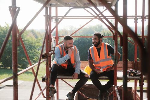 construction-workers-meal-break